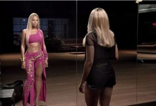 Beyoncé looking Bootylicious
