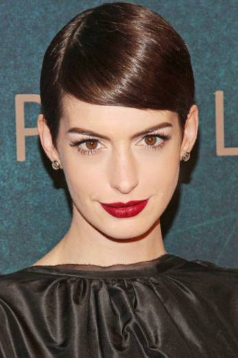 Anne Hathaway - Sleek Summer Hair