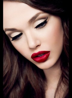 Red lips valentines day makeup