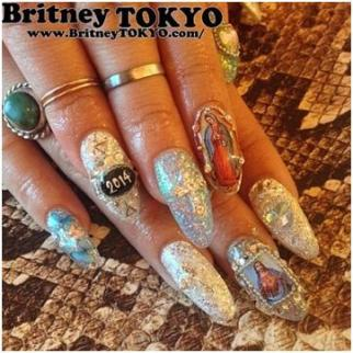 Britney Tokyo nail designs using glitter and small pictures